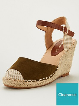 v-by-very-hallie-wide-fit-closed-toe-wedge-khaki