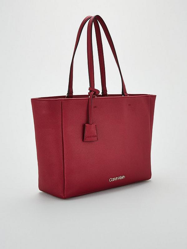 Calvin Klein Shopper WORKED SHOPPER