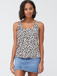 v-by-very-petite-scoop-neck-bubble-hem-vest-leopard-print