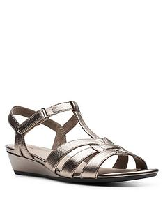 clarks-abigail-daisy-low-leather-wedge-sandal-metallic