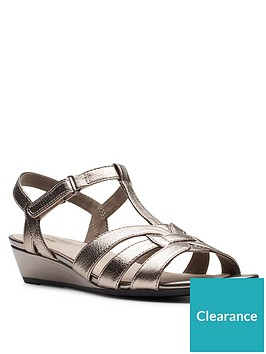 clarks-abigail-daisy-low-leather-wedge-sandal-metallic