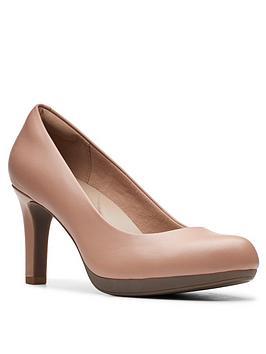 clarks-adriel-viola-leather-heeled-court-shoe-beige