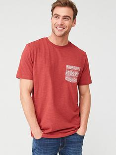 v-by-very-printed-geo-pocket-t-shirt-red