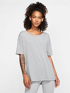 nike-yoga-layer-t-shirt-grey