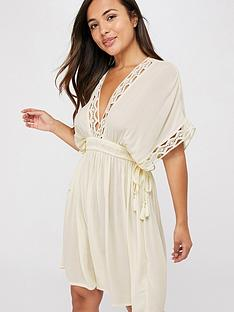 accessorize-geo-lace-kaftan-cream