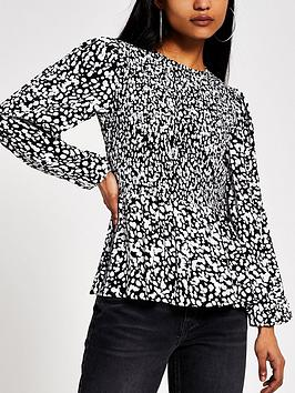 ri-petite-printed-shirred-top-black
