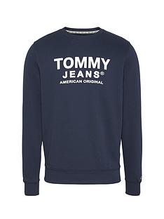 tommy-jeans-essential-graphic-sweatshirt