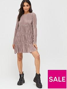 boohoo-boohoo-pleated-long-sleeve-tiered-smock-dress-taupe