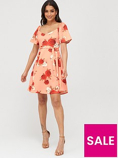 boohoo-boohoo-square-neck-belted-floral-skater-dress-coral