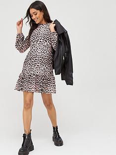 boohoo-boohoo-leopard-rib-frill-hem-smock-dress-leopard-print