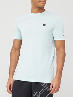 under-armour-rush-seamless-fitted-t-shirt-blue