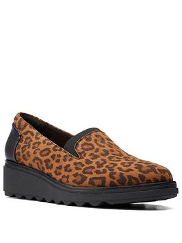 clarks-sharon-dolly-leopard-low-wedge-shoe-dark-tan-suede