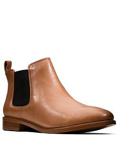 clarks-taylor-shine-wide-fit-chelsea-ankle-boot-tan