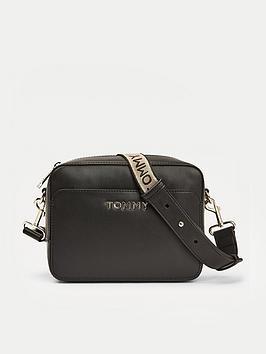 tommy-hilfiger-iconic-camera-bag-black