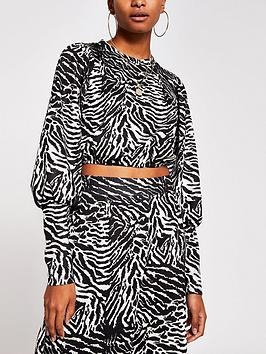 river-island-cropped-blouson-sleeve-jersey-top-animal-print