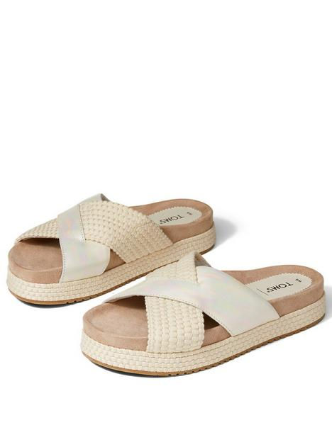 toms-paloma-metallic-flat-sandal-silver