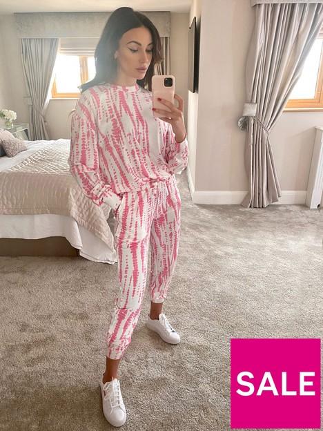 michelle-keegan-tie-dye-print-lounge-set-pink