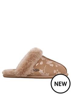 ugg-scuffette-ii-floral-foil-slipper-taupe