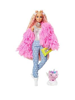 barbie-extra-doll-pink-fluffy-coat