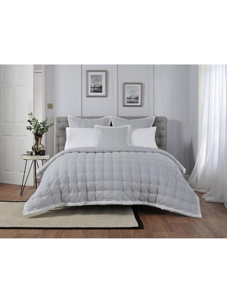 the-lyndon-co-quilted-throw