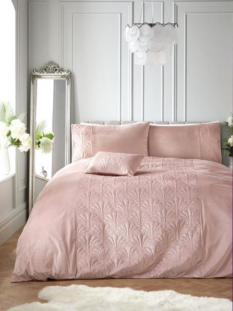 shell-quilted-velvet-blush-pink-duvet-cover-set