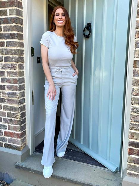 in-the-style-in-the-style-xnbspstacey-solomon-ribbed-jumpsuit-grey